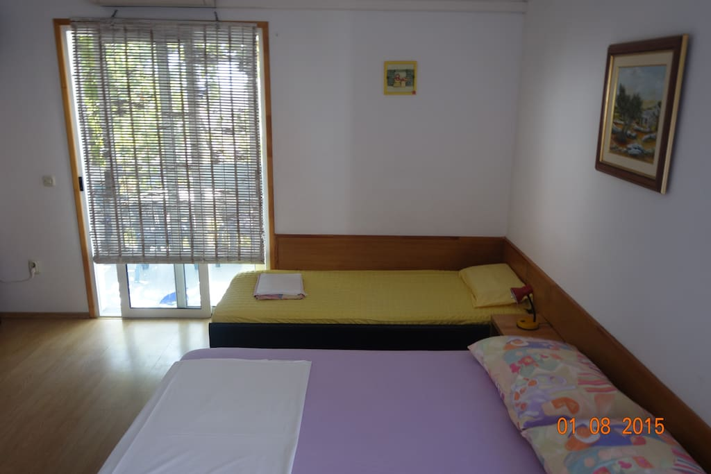 living room with 1 double bed and 1 single bed