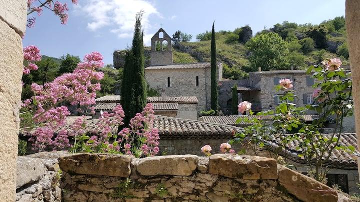 Maison de charme rénovée, terrasse panoramique.