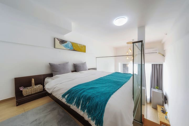 二楼卧室,1.8的大床