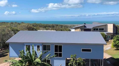 """THE """"BLUE PEARL"""" coastal holiday home - Ocean View"""
