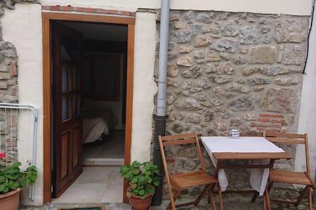 Studio barrio Sobrellano  Gaudi.