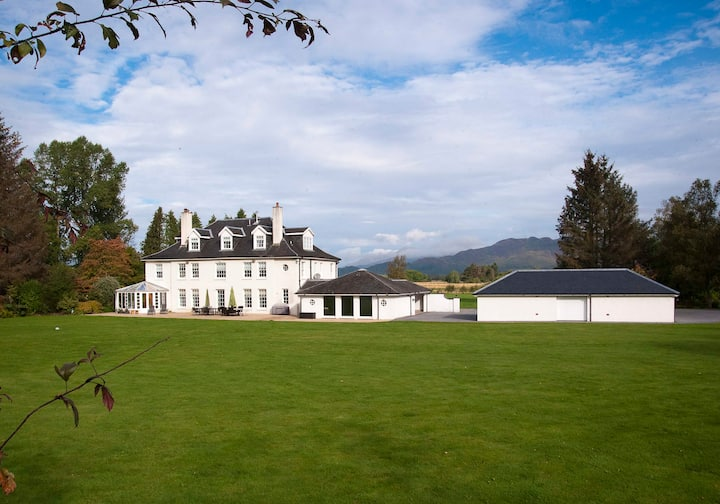 Magnificent Property in 98 acres at Loch Lomond