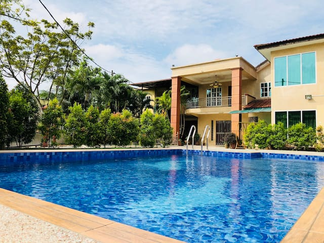 One 5 Residence Homestay Bungalow 15rooms 38pax