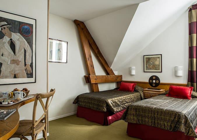 Entre Tour Eiffel et Montparnasse, chambre twin