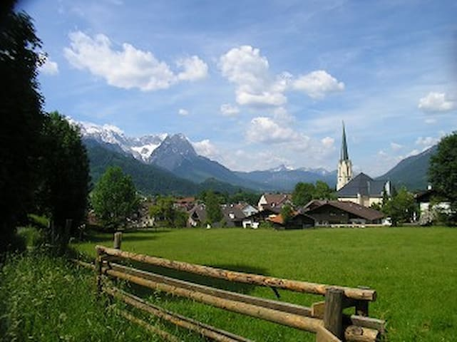 Alpin Appartment AKELEI with garden 2-4 persons - Garmisch-Partenkirchen - Appartement