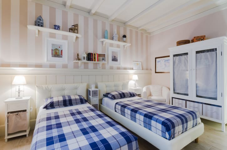 The double bedroom with 2 single beds, with ensuite bathroom
