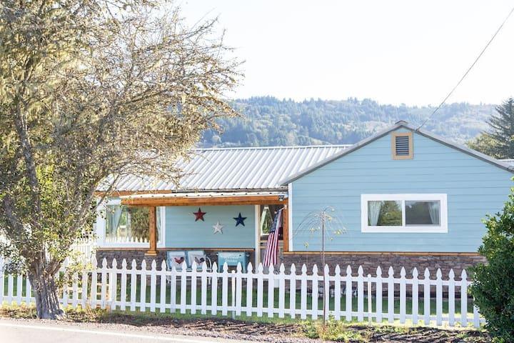 Brookings Little Farm - Entire Home
