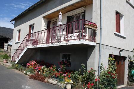 maison de famille la bastide - Cantal