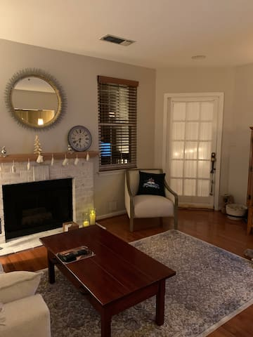 Quaint & cozy condo Ashburn, VA (minutes from IAD)