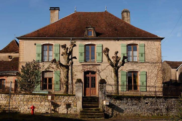 Romantic countryside manor - Bourbévelle - 別荘
