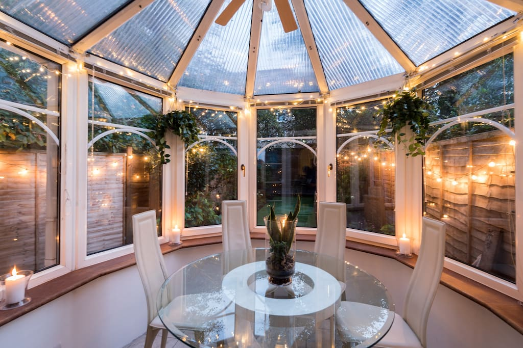 Fantastic conservatory with dining area