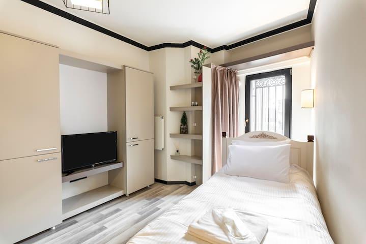 Global Suites Hotel - Single Room