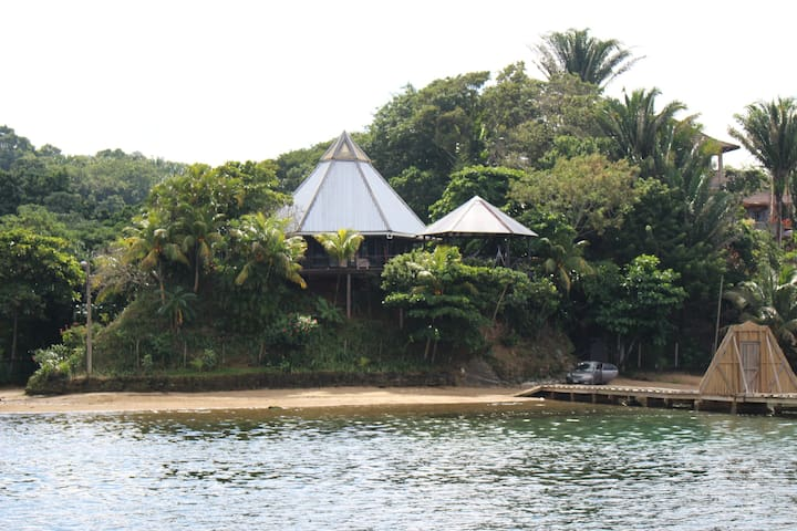 Temple Tree House - secluded but on the beach