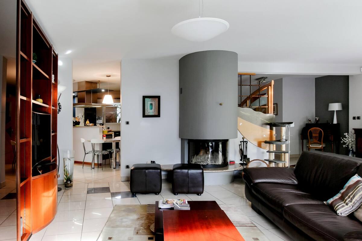 Chambre sur jardin dans une maison contemporaine de charme