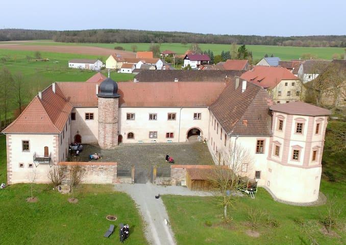 Schloss Waizenbach, Ferienwohnung I - Wartmannsroth - Kondominium
