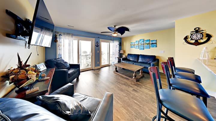 New 4 Bedroom 3 Bath Luxury Condo on the water - Comfortably Sleeps 12 max - Put-in-Bay Waterfront Condo #206