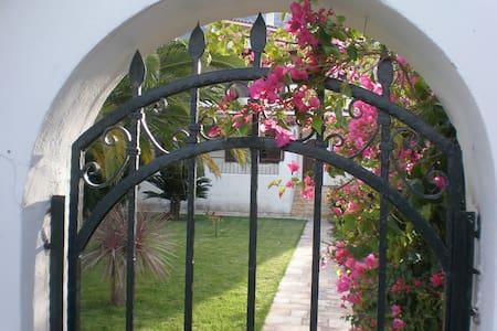 ΒΙΛΛΑ (ΚΑΜΑΡΙ) ΞΥΛΟΚΑΣΤΡΟ ΚΟΡΙΝΘΙΑΣ - Kamari - Villa