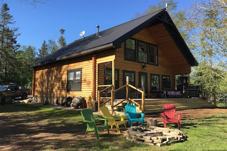 Fabulous beachfront log home on the Bay of Fundy