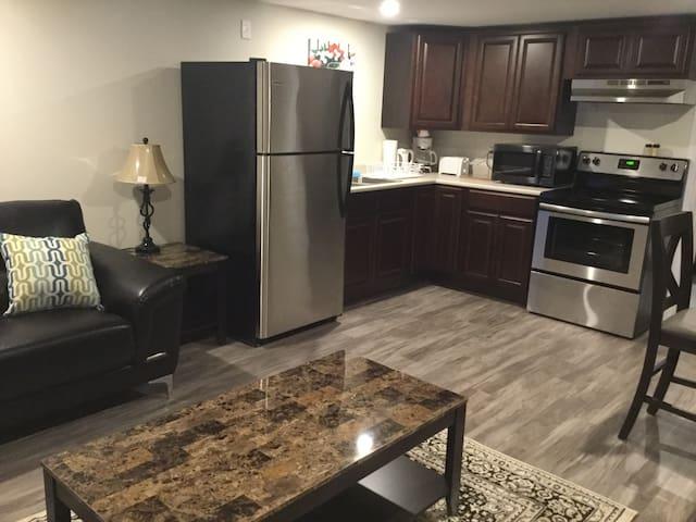 Premium Downstairs 2 Bedroom Suites .. Mapleton Rd
