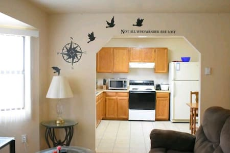 Private Apartment with breakfast: clean & comfy - Prescott Valley - アパート
