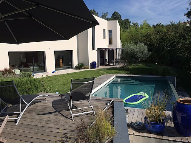 180 m2 House with heaten pool - Mons - Huis