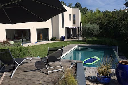 180 m2 House with heaten pool - Mons - Haus