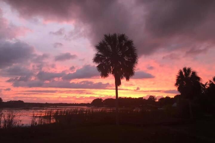 Nightly Sunset Lullabies on Little Lake Kerr