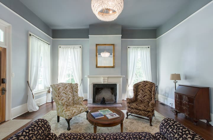 Historic Bennett Suite Funky/Groovy West Asheville