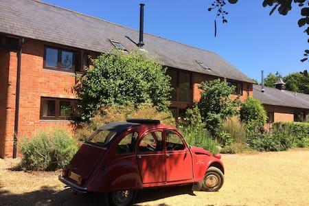 Rowan Barn (Room 2) Nr Harbury, Leamington Spa.