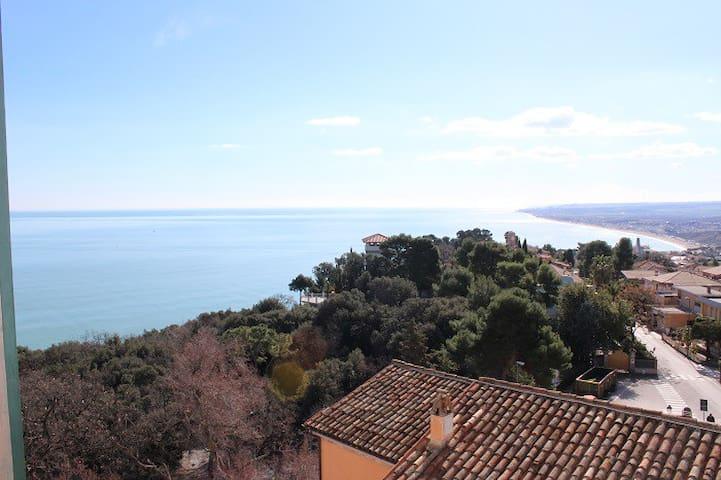 Prestigioso appartamento in centro con vista mare - Sirolo - Apartamento