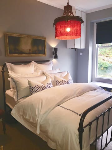 Get the best nights sleep ever in this sumptuous bedroom, which overlooks the gardens at the back of the apartment.