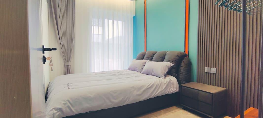 次卧室配意式轻奢大床