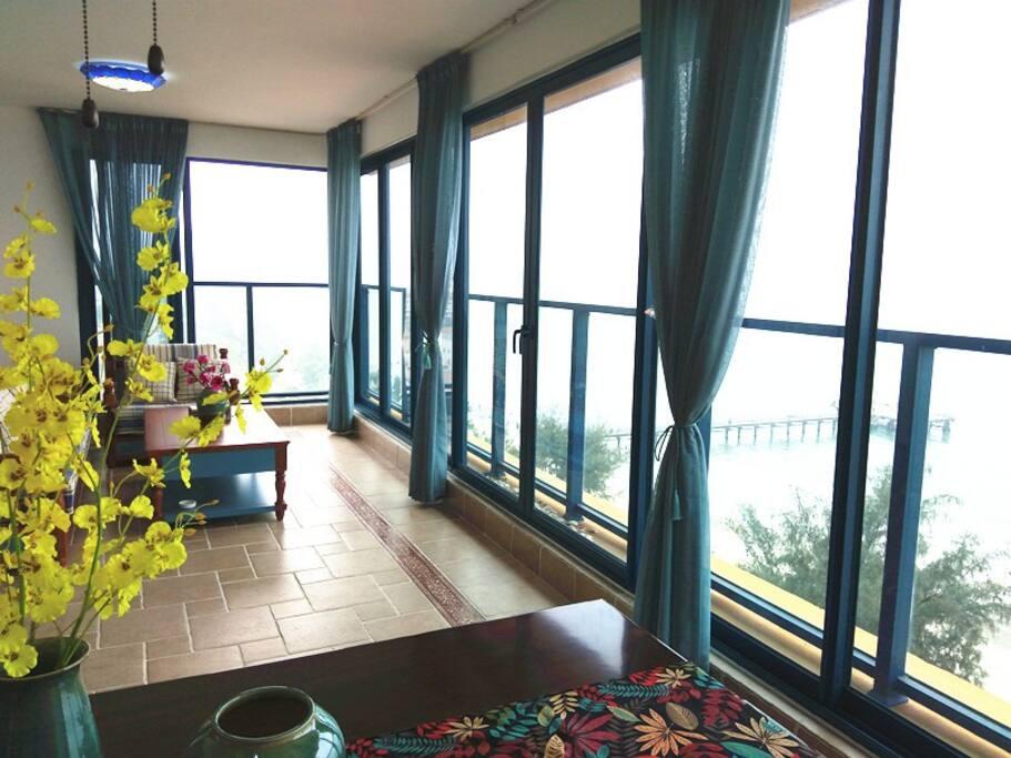 公寓客厅正面朝海无敌海景实拍