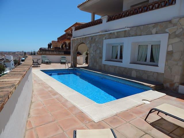 Fabulous El Coto Villas - Mijas - Villa