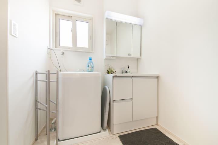 洗濯機、洗面台/ Washer, wash-basin