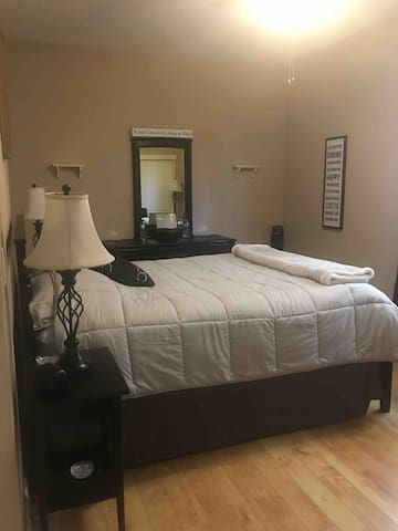 The sign room , queen bed