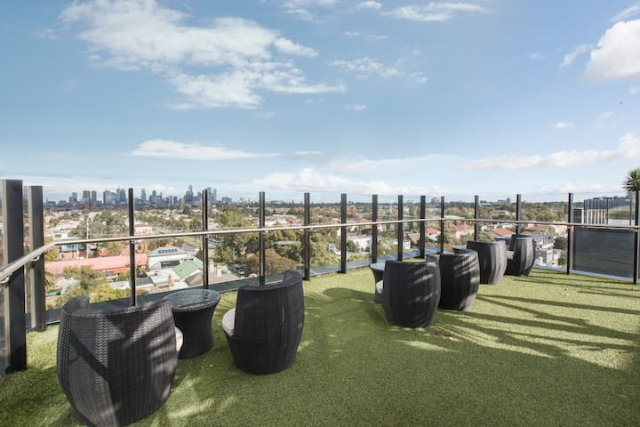 Incredible outdoor rooftop space for you to enjoy spanning views of Melbourne and CBD.