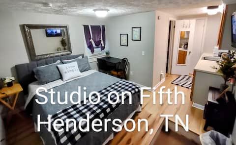 Studio Apt on 5th