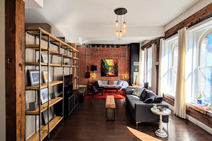 Gorgeous Artsy Loft in King West Village
