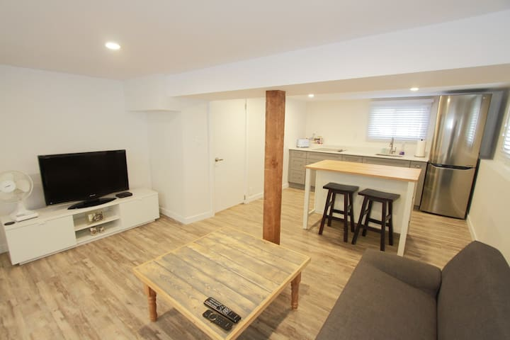Burnaby Private Studio - Newly Renovated!