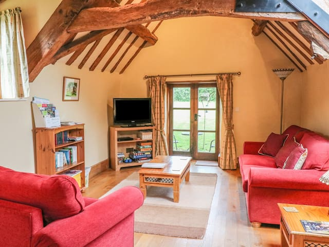 THE CIDER LOFT, pet friendly in Whitchurch, Herefordshire, Ref 937759