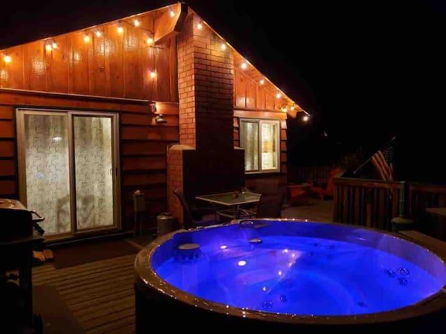 so cozy LAZYBEARTIME private NEW HOTTUB