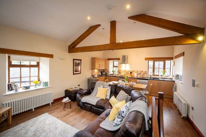 Coach House - luxury 3 bedroom barn conversion