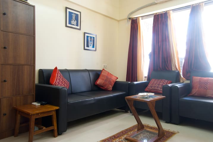 Cosy Stay, right off the Eastern Freeway - Mumbai - Apartamento