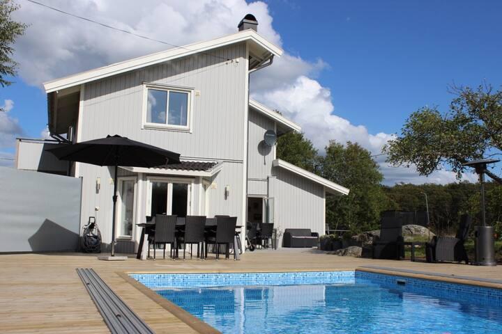 Stor härlig villa med pool nära havet