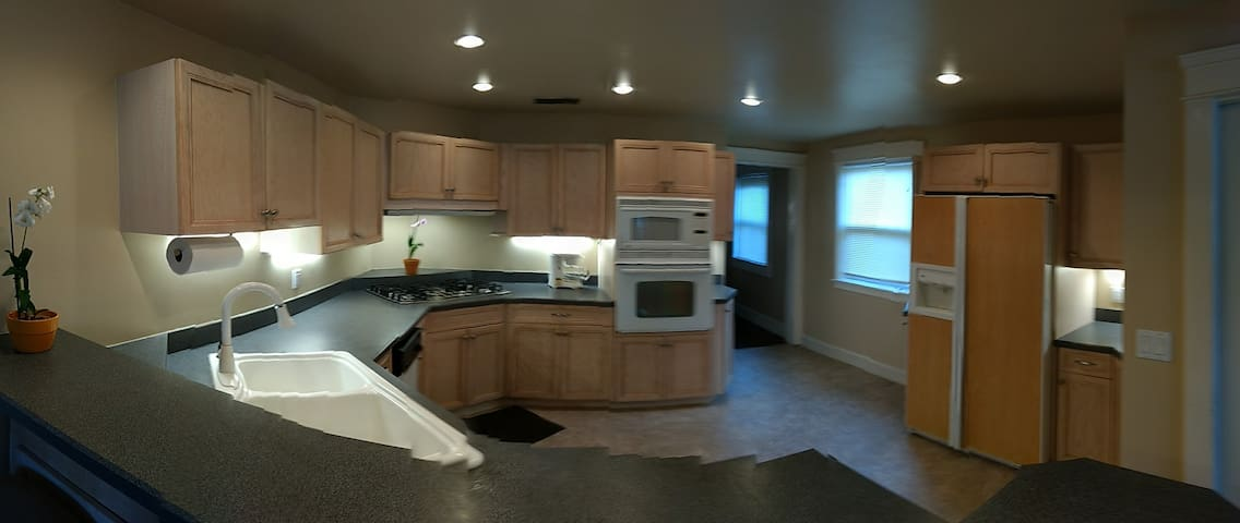 Full featured fully equipped kitchen
