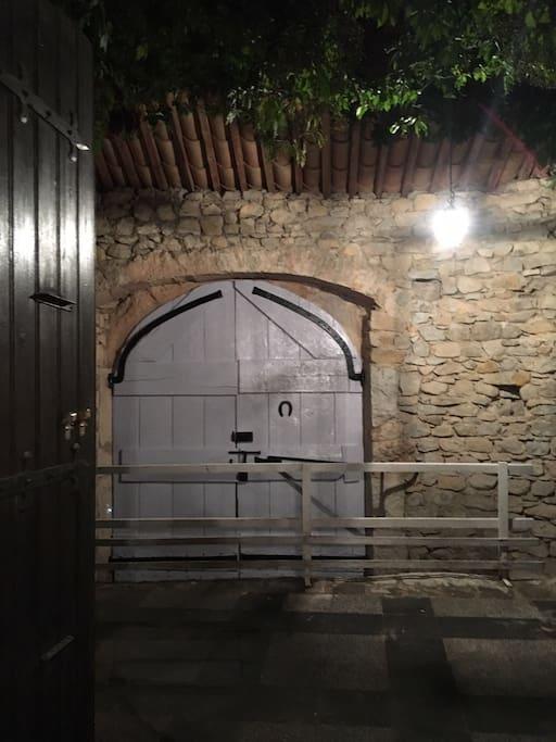 Terrace door (large portail)