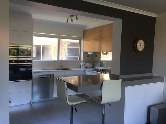 Narrabeen apartment, walking distance to beach and lake.