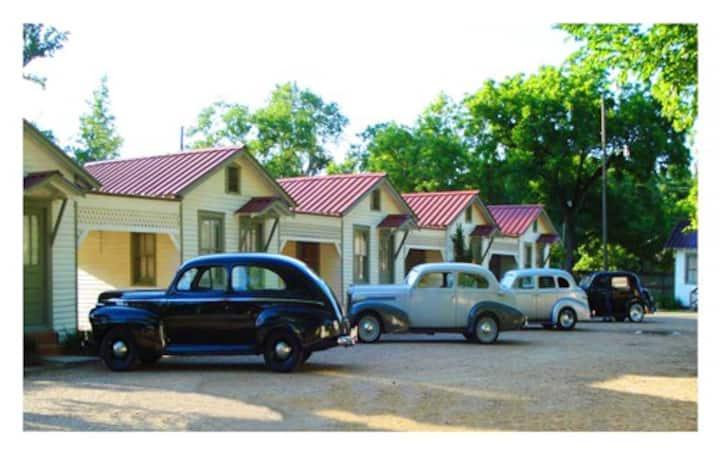 1940 vintage Motor Court cabin