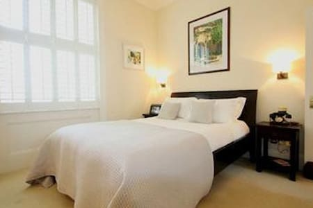 Luxury 1 Bed Flat in Vibrant Location